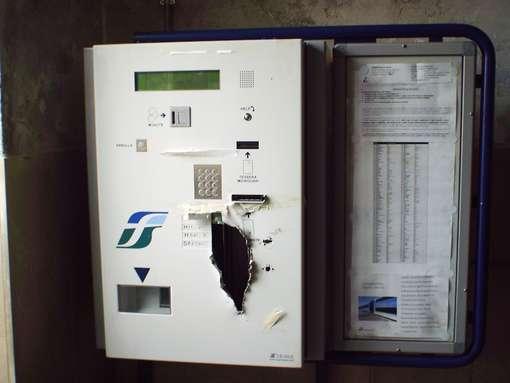 biglietteria automatica trenitalia non attiva per atti vandalici