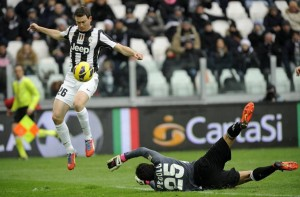 Juventus' Lichtsteiner scores as Siena's goalkeeper Pegolo fails to save during their Italian Serie A soccer match at the Juventus stadium  in Turin