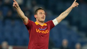 Francesco Totti esulta