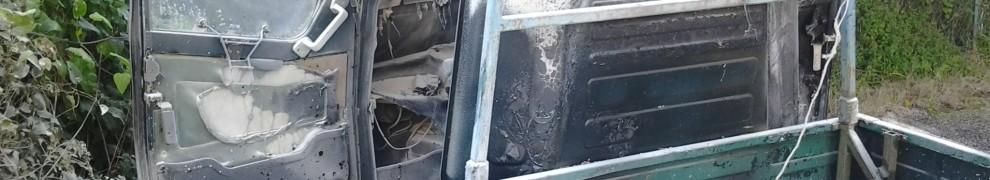 Motocarro incendiato, cave